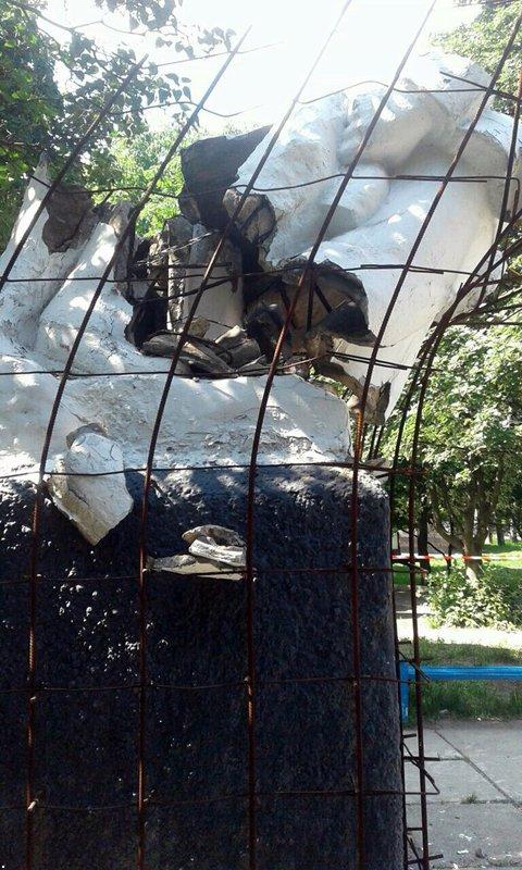 В окупованій Макіївці підірвали пам'ятник Леніну - фото 2