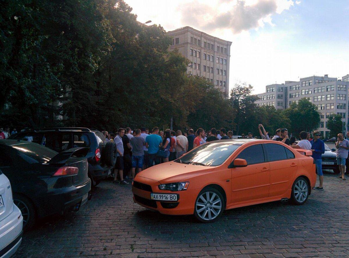У центрі Харкова вимагають чесного розслідування смертельного ДТП з копами  - фото 2