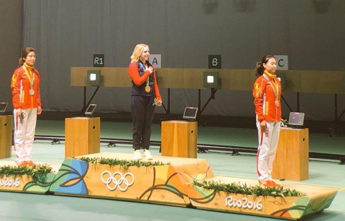 Як нагороджували першу олімпійську чемпіонку Ріо-2016 - фото 1