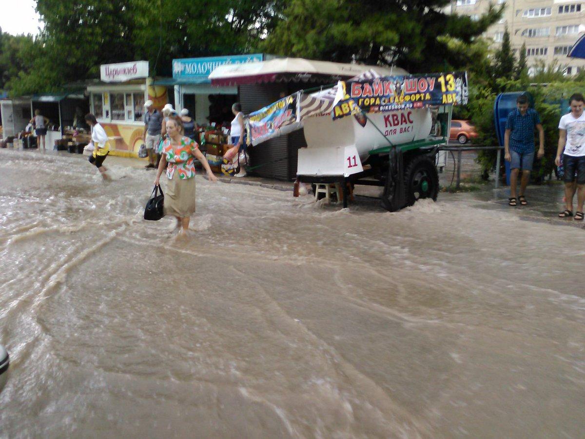Окупований Севастополь пішов під воду - фото 4
