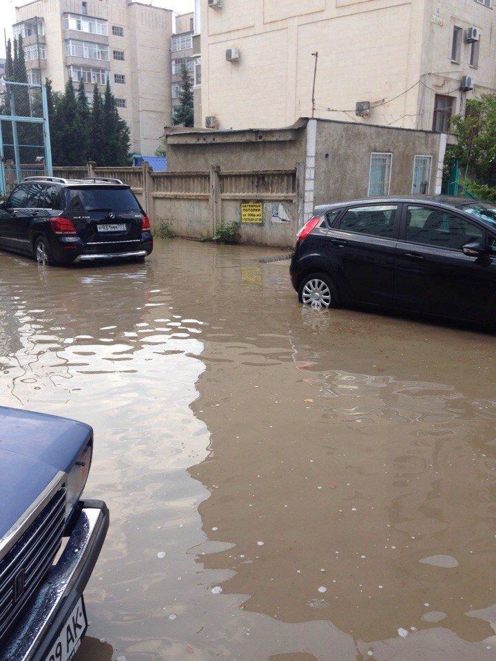 Окупований Севастополь пішов під воду - фото 3