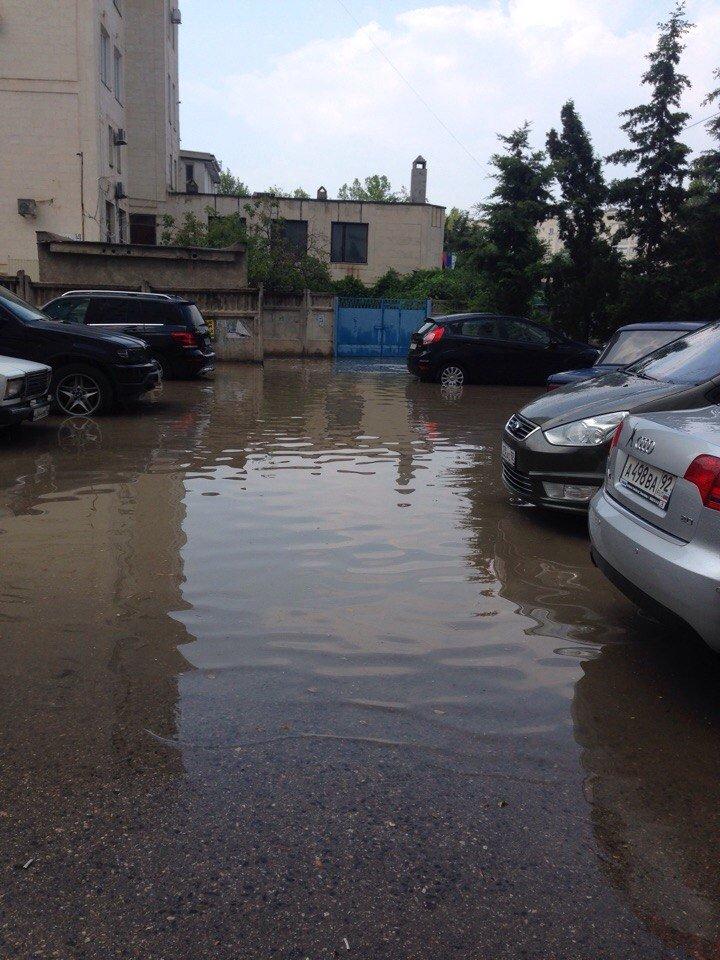 Окупований Севастополь пішов під воду - фото 1