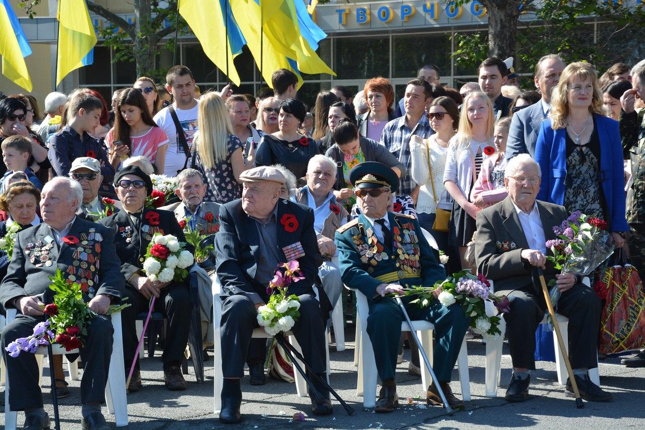 """Військові """"танцюючі"""" оркестри """"запалили"""" миколаївців на 9 травня"""