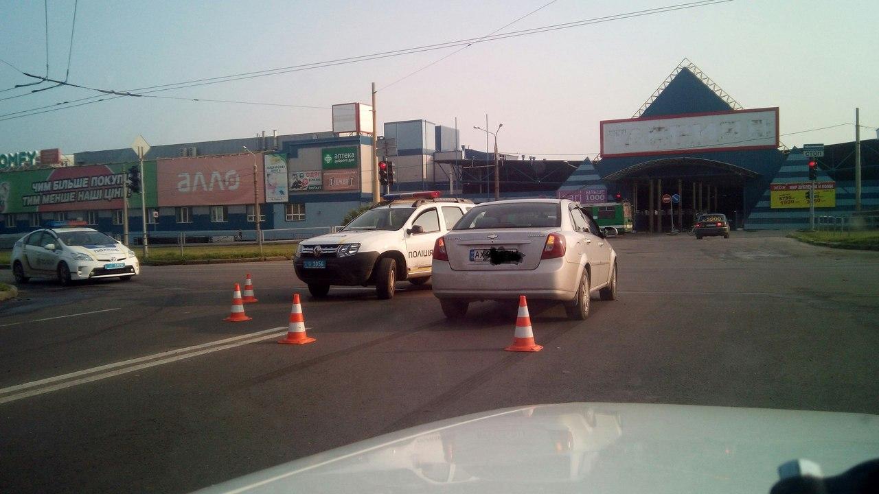Харківські копи потрапили у ДТП, - соцмережі - фото 1