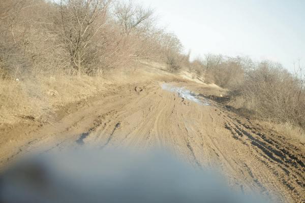 """Патрони, снаряди та грязюка - як виглядають дороги """"Лугандонії"""" - фото 5"""