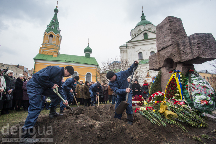 Як ховали Георгія Гонгадзе (ФОТОРЕПОРТАЖ) - фото 24