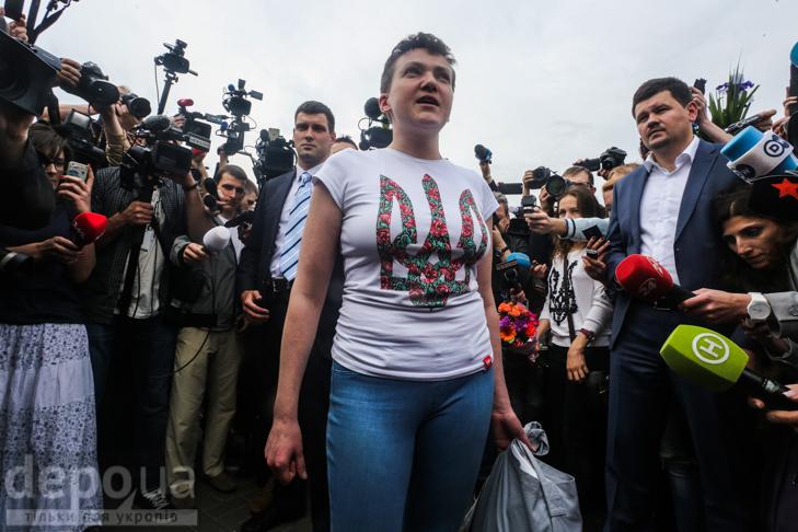 Перші кроки Надії Савченко на рідній землі (ФОТОРЕПОРТАЖ) - фото 1