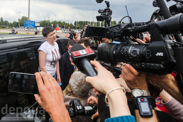 Перші кроки Надії Савченко на рідній землі (ФОТОРЕПОРТАЖ) - фото 4