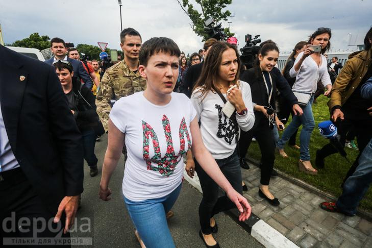 Перші кроки Надії Савченко на рідній землі (ФОТОРЕПОРТАЖ) - фото 7