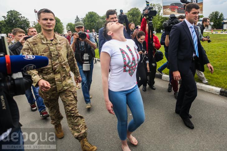 Перші кроки Надії Савченко на рідній землі (ФОТОРЕПОРТАЖ) - фото 9