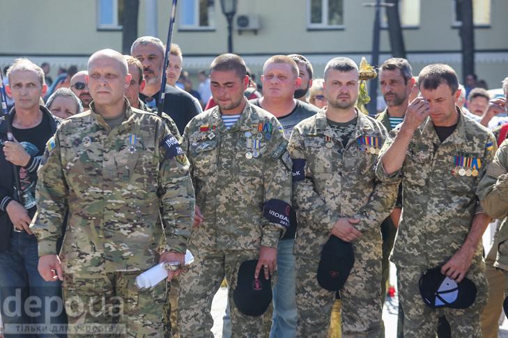 Як бійці добробатів поминали побратимів, загиблих під Іловайськом - фото 3