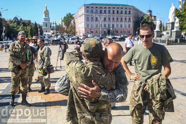Як бійці добробатів поминали побратимів, загиблих під Іловайськом - фото 4