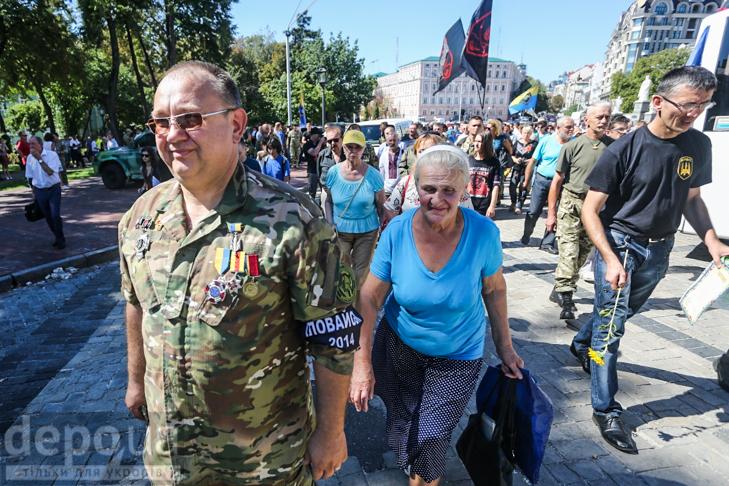 Як бійці добробатів поминали побратимів, загиблих під Іловайськом - фото 14