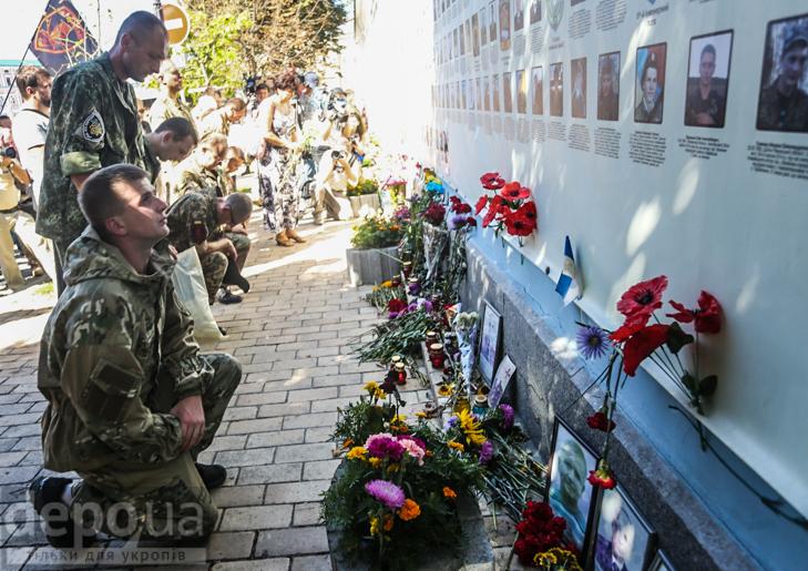 Як бійці добробатів поминали побратимів, загиблих під Іловайськом - фото 15