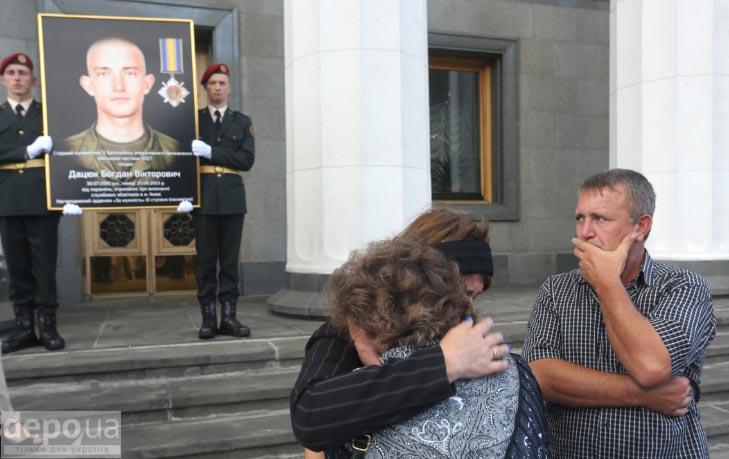 Як під Верховною Радою поминали загиблих нацгвардійців (ФОТОРЕПОРТАЖ) - фото 1