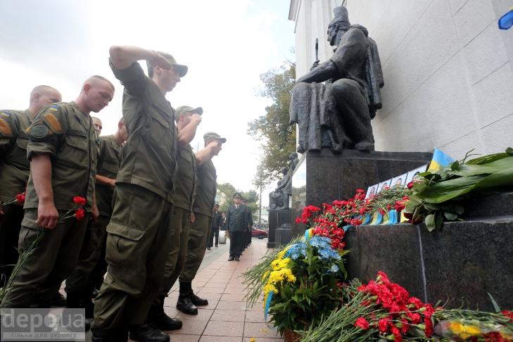 Як під Верховною Радою поминали загиблих нацгвардійців (ФОТОРЕПОРТАЖ) - фото 4