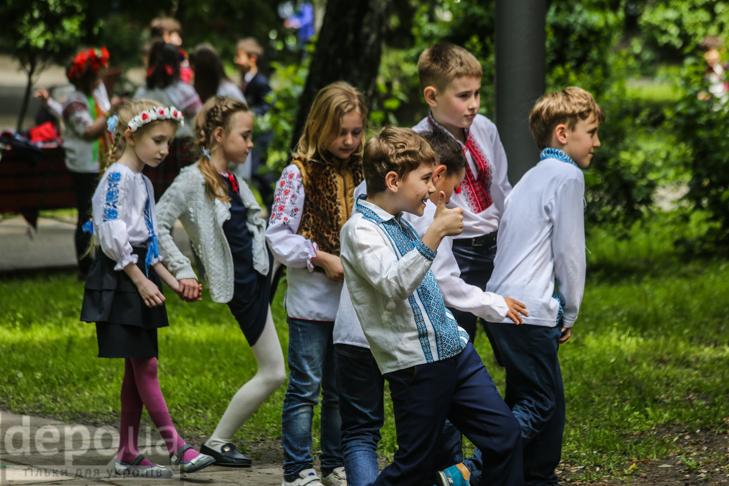 Код нації: Київ вдягнувся у вишиванки - фото 16
