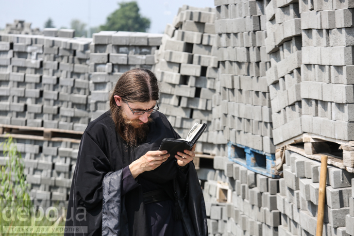 Як відпочивали під Борисполем учасники Хресної ходи - фото 5