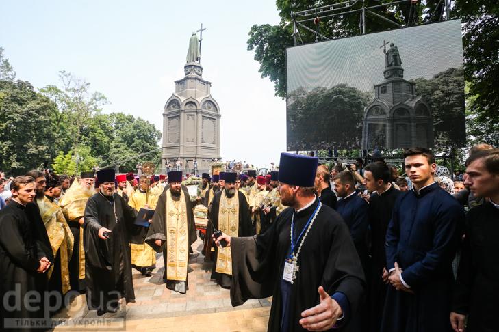 Як УПЦ МП хрестило Русь на Володимирській гірці - фото 30