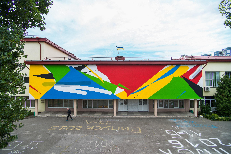 Фасад столичної школи прикрасив мурал аргентинця  - фото 1