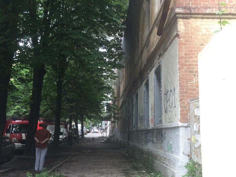 У центрі Харкова спалахнула покинута будівля  - фото 2