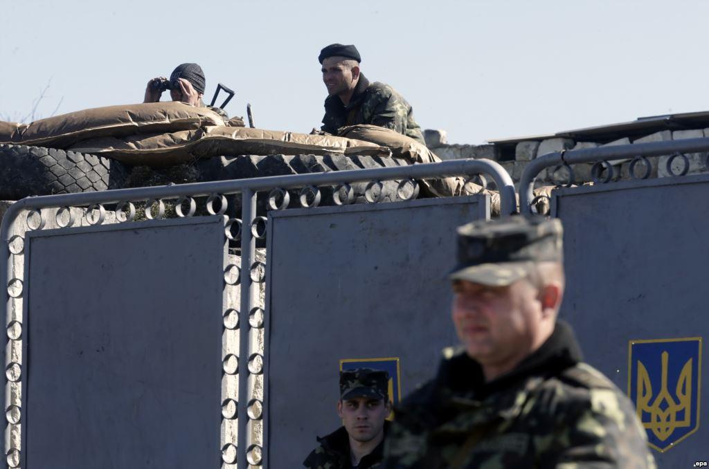 Хроніки окупації Криму: кримчанам рвуть паспорти, а Гоблін залякує фізичним знищенням - фото 4