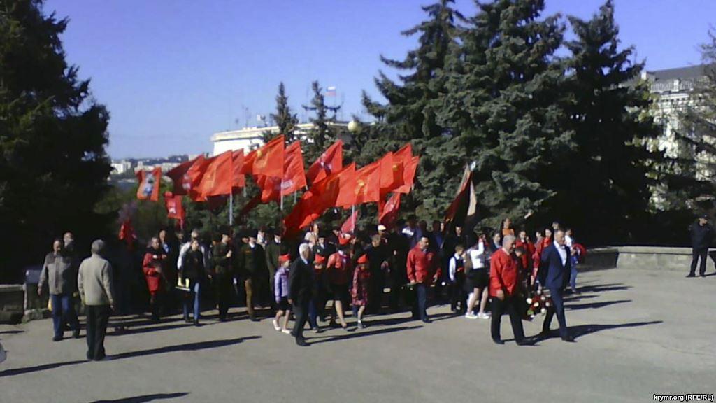 """Як севастопольські комуністи """"відтягнулися"""" у день народження Леніна - фото 1"""