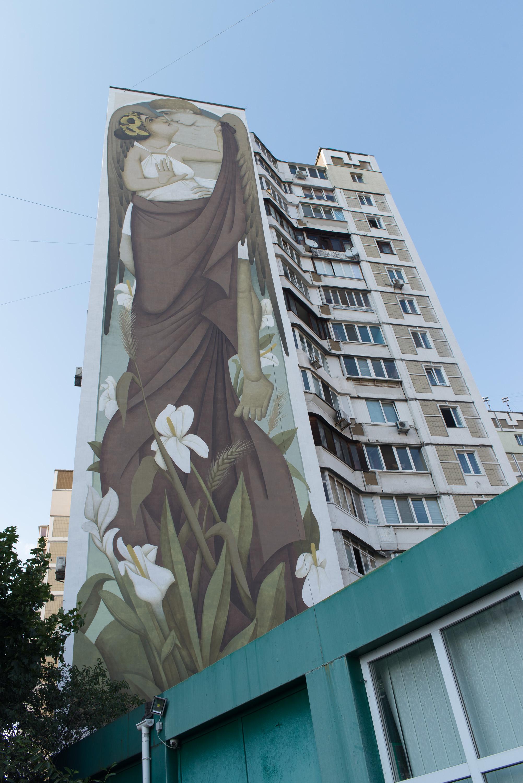 На одному з будинків Києва стріт-артист Fikos створив найбільшу візантійську фреску у світі - фото 4