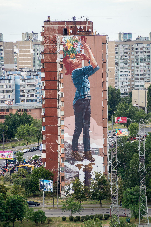 Австралійський стріт-артист Fintan Magee закінчив свій четвертий мурал у Києві - фото 2