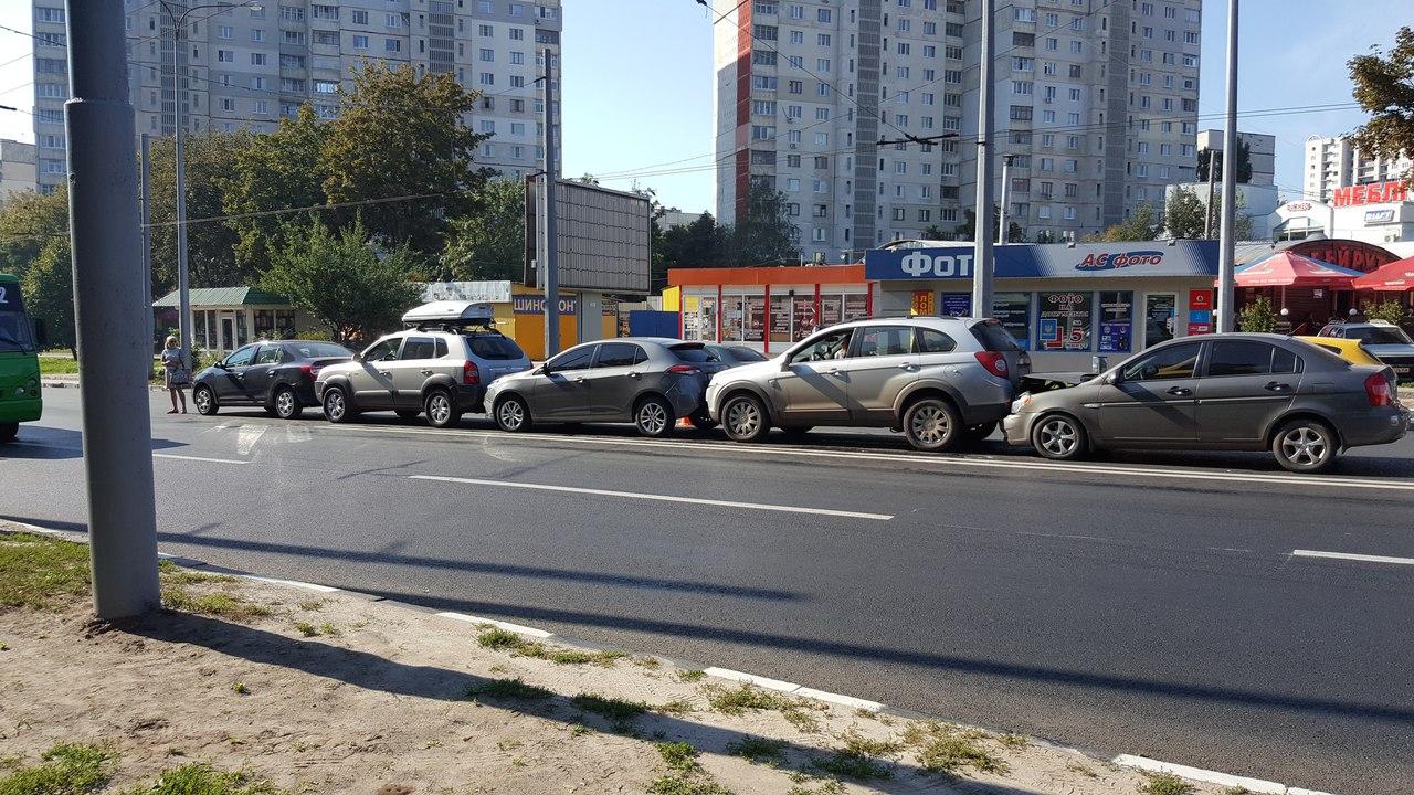 ДТП на Олексіївці за участю п'яти авто: коментар поліції - фото 1