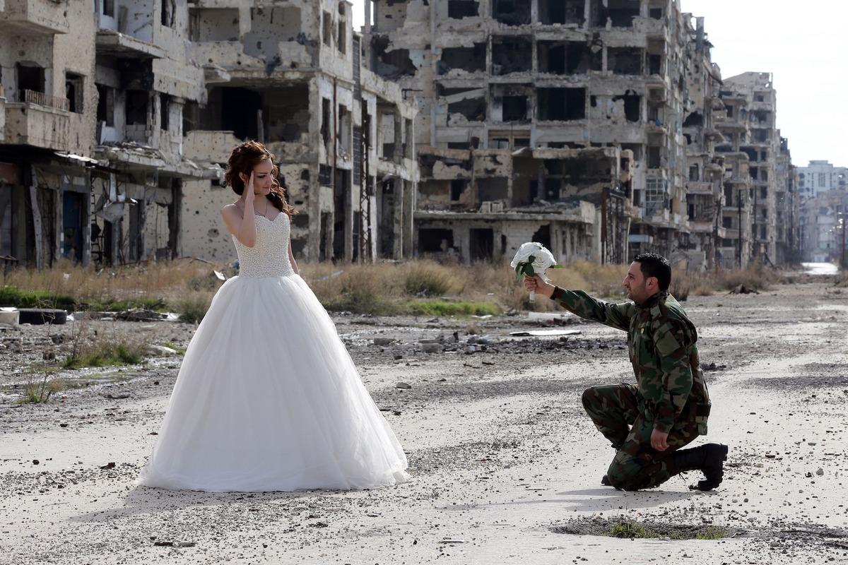 Як молодята робили фотосесію у знищеному авіаударами сирійському місті  - фото 2
