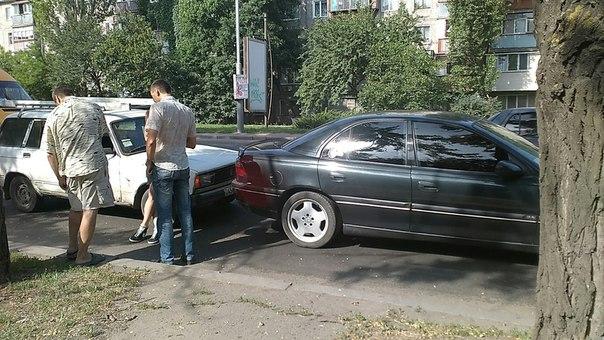 У Миколаєві затор через ремонтні роботи спровокував ДТП - фото 1