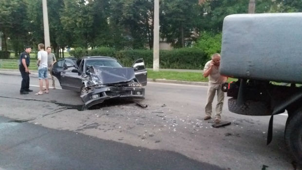 На Нових Будинках іномарка протаранила автоцистерну, - очевидці - фото 3