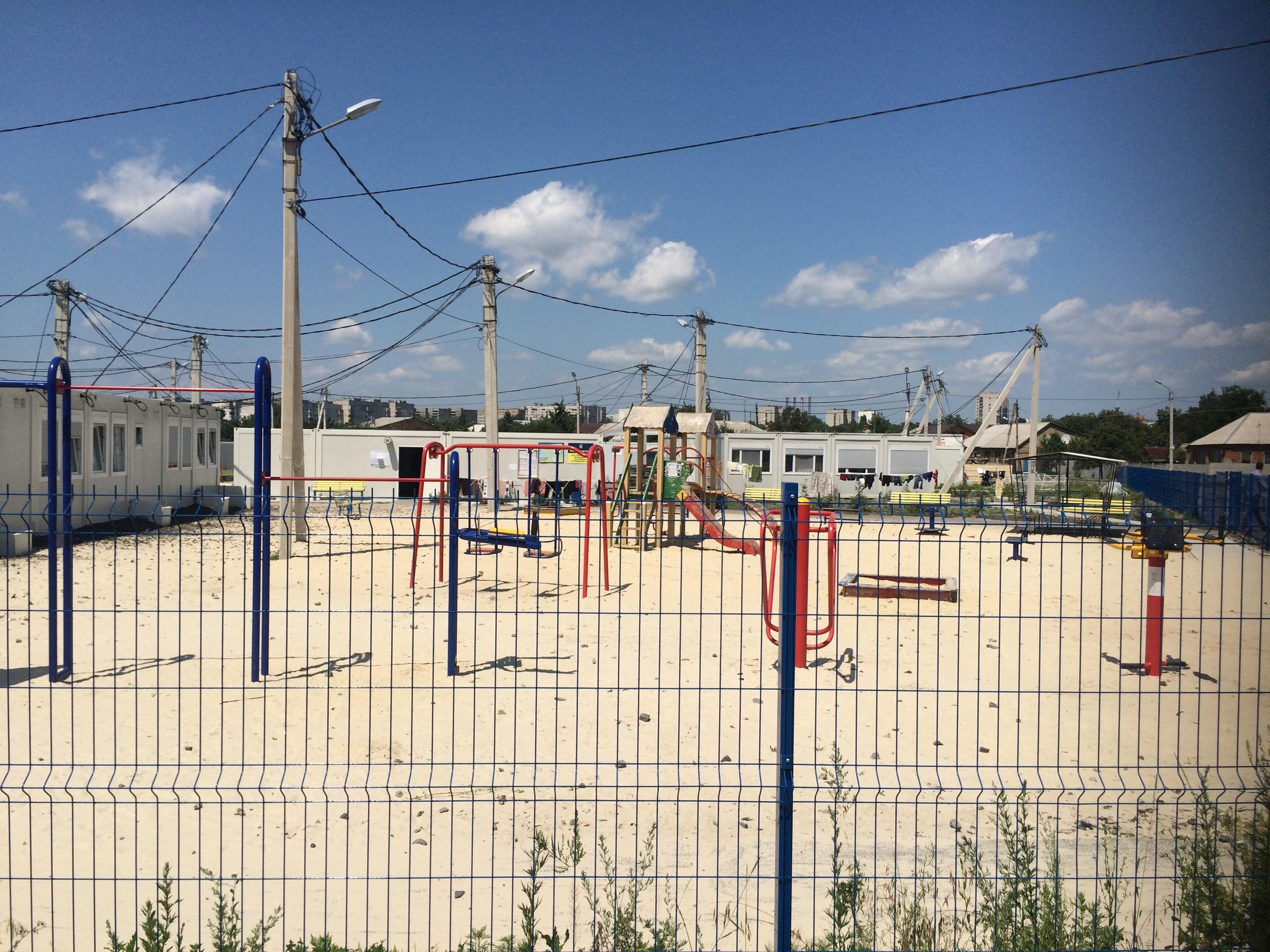 Платити втридорога: як у харківському модульному містечку переселенці з Донбасу переживають підвищення тарифів - фото 6