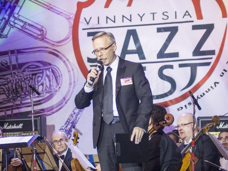 На відкритті джаз-фесту диригент львівського оркестру доручив вінничанці керувати своїми музикантами - фото 2