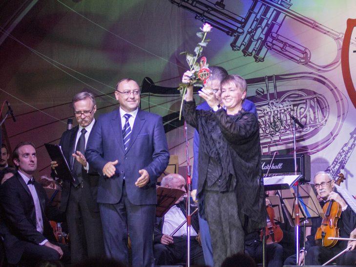 На відкритті джаз-фесту диригент львівського оркестру доручив вінничанці керувати своїми музикантами - фото 3