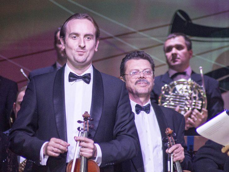 На відкритті джаз-фесту диригент львівського оркестру доручив вінничанці керувати своїми музикантами - фото 4