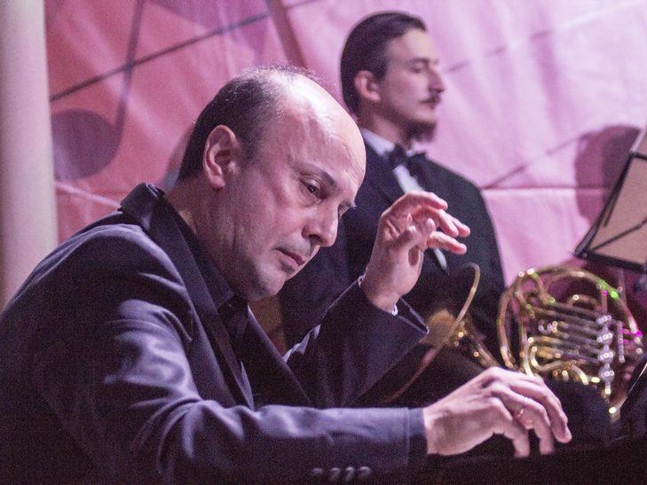 На відкритті джаз-фесту диригент львівського оркестру доручив вінничанці керувати своїми музикантами - фото 5