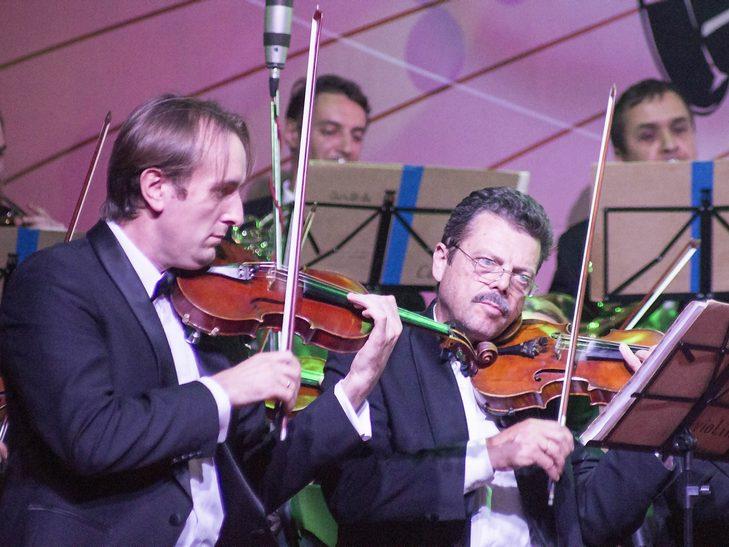 На відкритті джаз-фесту диригент львівського оркестру доручив вінничанці керувати своїми музикантами - фото 7