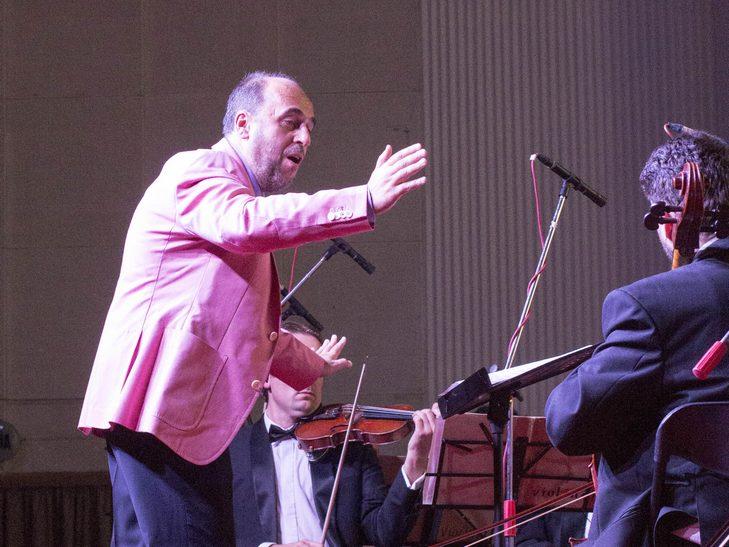 На відкритті джаз-фесту диригент львівського оркестру доручив вінничанці керувати своїми музикантами - фото 8