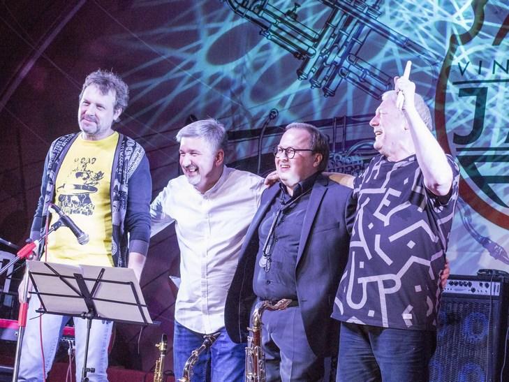 На відкритті джаз-фесту диригент львівського оркестру доручив вінничанці керувати своїми музикантами - фото 11