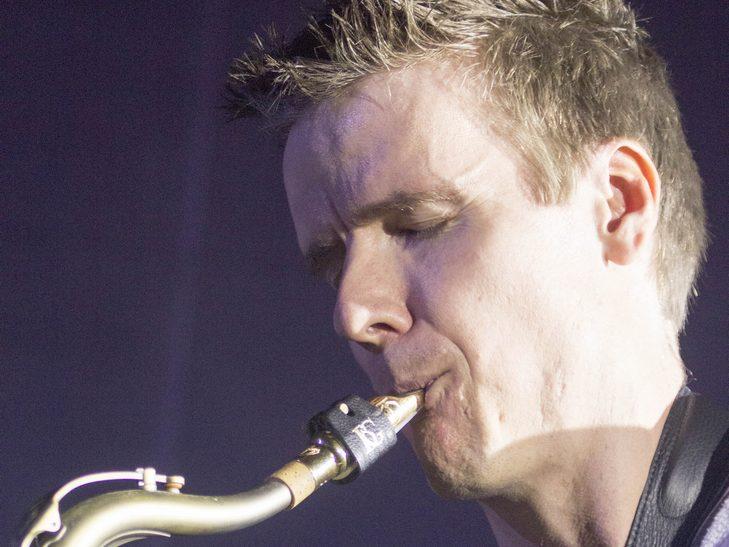 У Вінниці американський джазмен грав на саксофоні і співав одночасно  - фото 5
