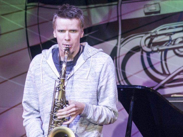 У Вінниці американський джазмен грав на саксофоні і співав одночасно  - фото 6