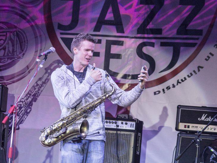 У Вінниці американський джазмен грав на саксофоні і співав одночасно  - фото 10