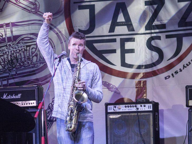 У Вінниці американський джазмен грав на саксофоні і співав одночасно  - фото 11