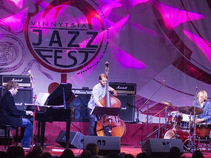 У Вінниці американський джазмен грав на саксофоні і співав одночасно  - фото 2