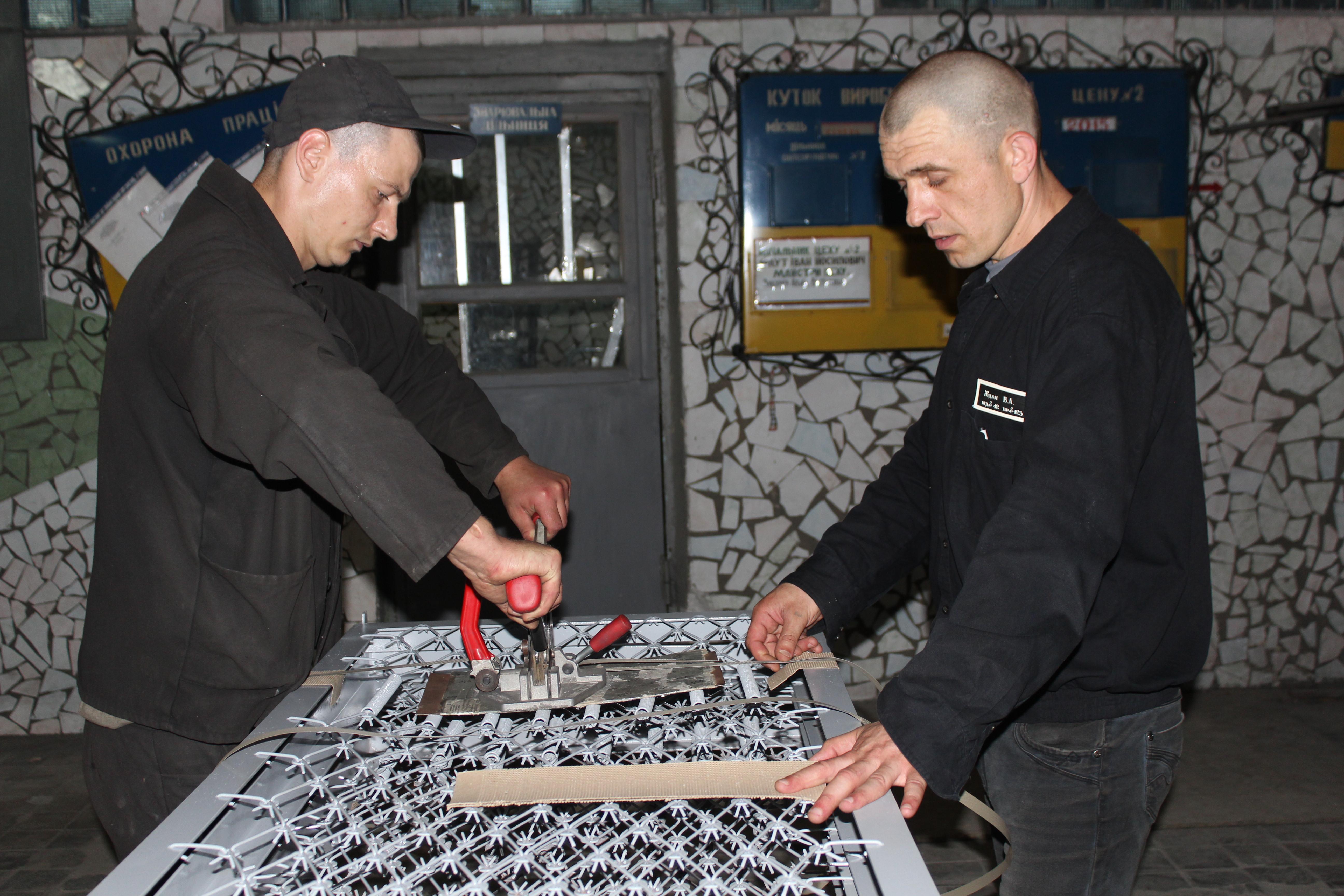 Харківські в'язні забезпечать військових ліжками  - фото 1