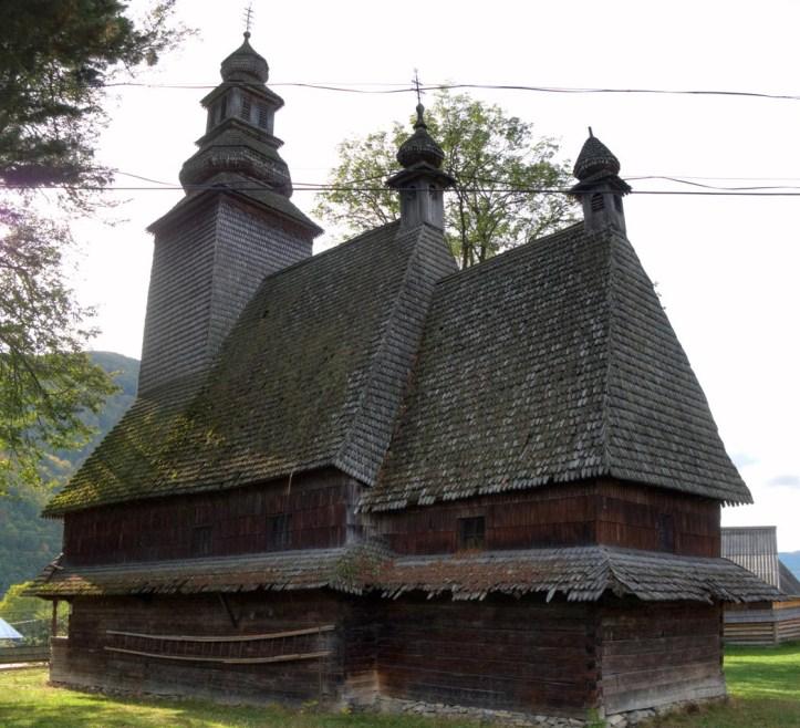 Як завзяті закарпатці в одному селі 10 музеїв та 20 пам'ятників відкрили - фото 16