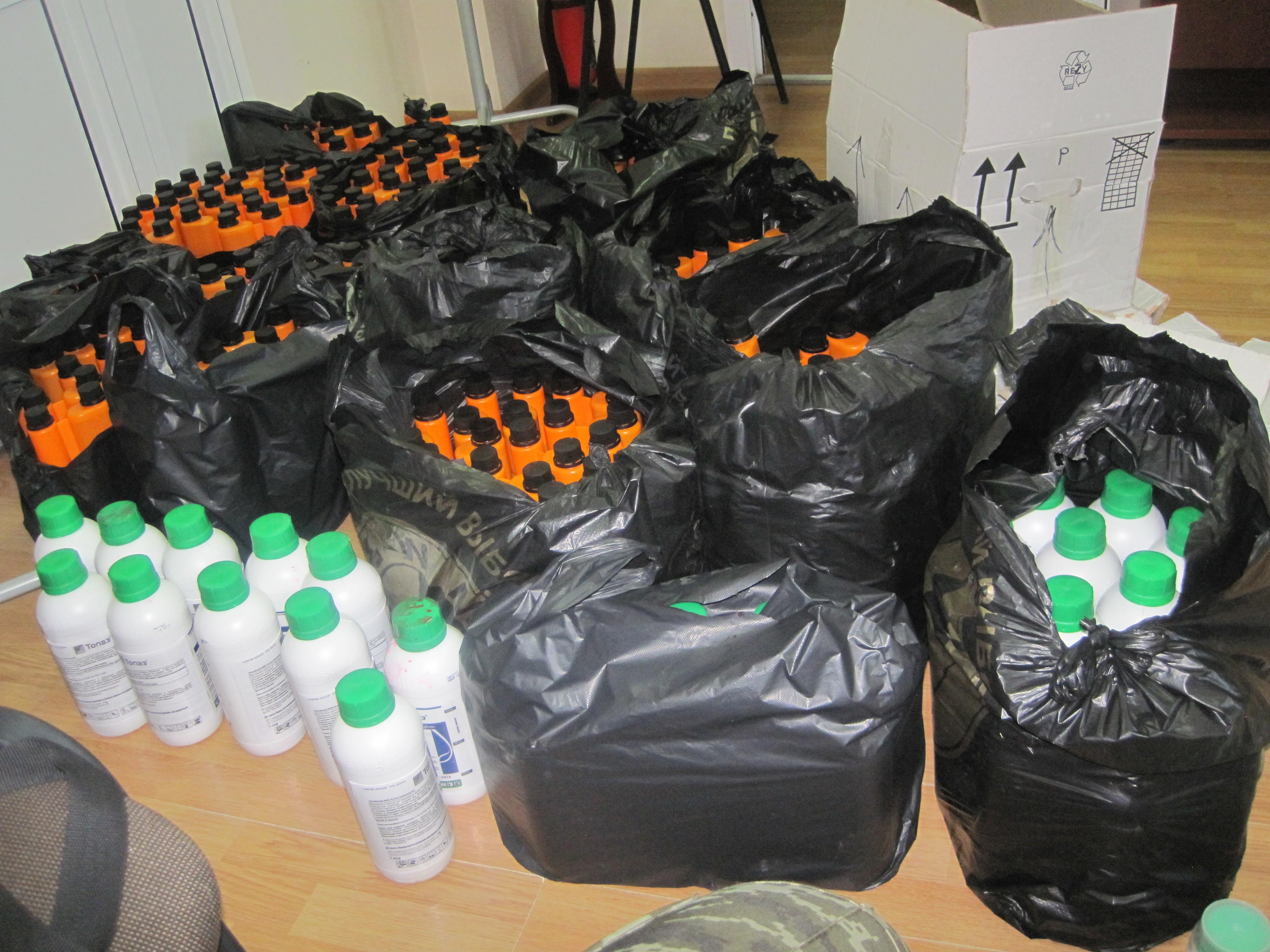 На Харківщині у потягу до Баку знайшли партію контрабандних пестицидів  - фото 1