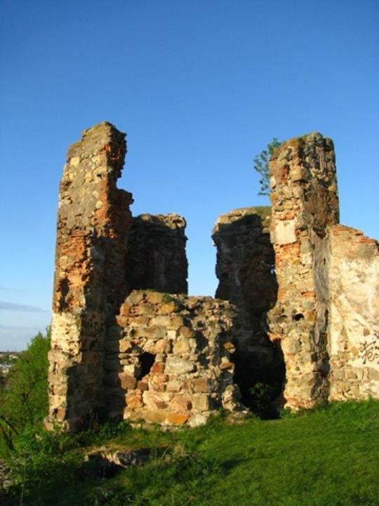 Скарби, привиди-мучителі і підземні ходи: Про що можна дізнатися у мурах Пнівського замку - фото 4
